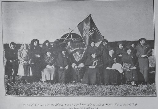 Müdafaai Hukuki Nisvan Cemiyeti Idare Heyeti ve Kadinlar Dünyasi Yazi Heyeti kadinlar dünyasi dergisi 119 6 Aralik 1913